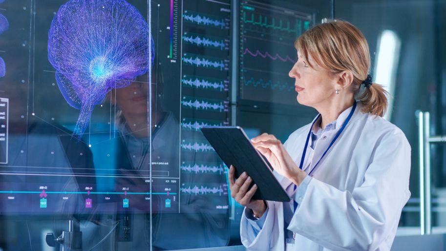 Hirnforscherin mit Tablet
