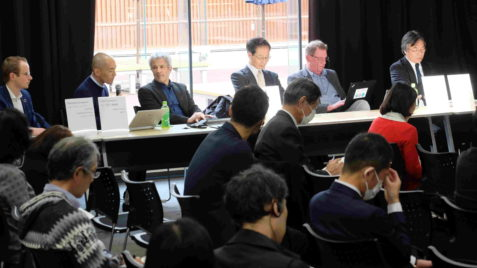 A picture of the panelists. Left to right: Mr. Jungmann, Dr. Yamaguchi, Prof. Dr. Goeschl, Prof. Dr. Ishihara, Prof. Dr. Pfeistecker and Prof. Dr. Tsuchiya in front of the listeners